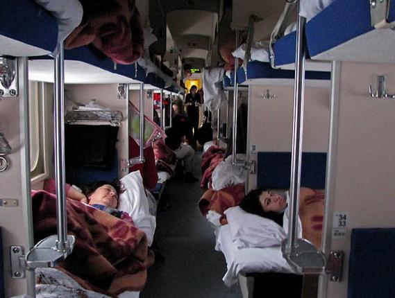 Железнодорожники признались чем заменят плацкартные вагоны